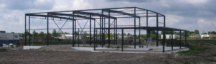 staalconstructies voor de woning-en utiliteitsbouw als voor hallenbouw en apparatenbouw